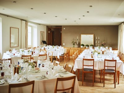Bankettsaal / Deko: Claudia Weder (blumenimschloss.ch) /  Foto: Patrick Spycher Photography
