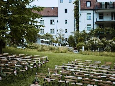Trauung im Park / Deko: Claudia Weder (blumenimschloss.ch) /  Foto: Patrick Spycher Photography